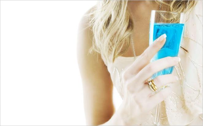 青いスパークリングワイン、ブランドブルー